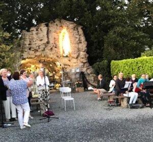 Read more about the article pèlerinage marial à la grotte d'Honnevain.