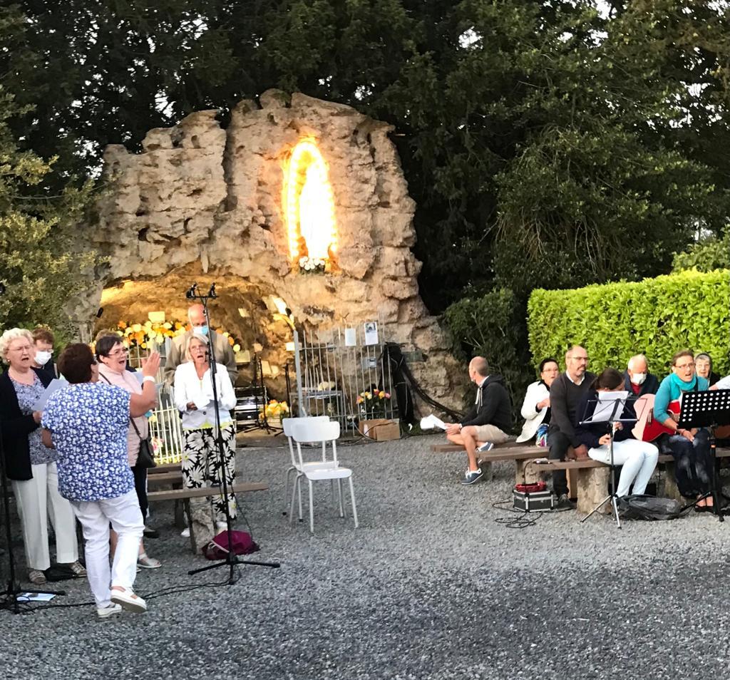 You are currently viewing pèlerinage marial à la grotte d'Honnevain.